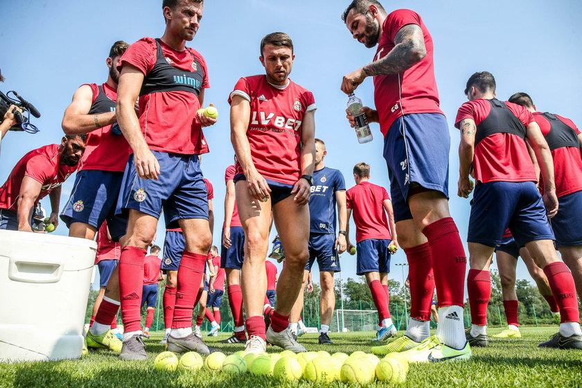 Zanim kibice zdążą się związać emocjonalnie z zawodnikami polskiej ligi, ci zwykle odchodzą grać gdzie indziej
