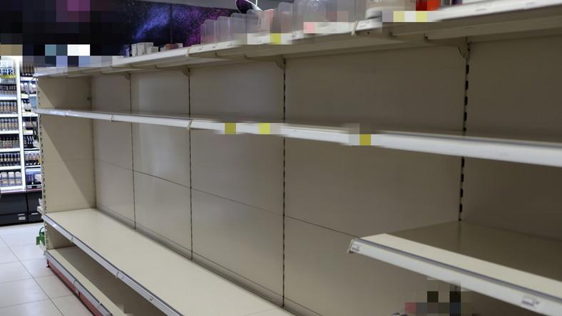 puste półki w sklepie w Łodzi
