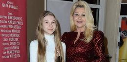 """Gwiazda """"Klanu"""" pokazała świadectwo córki. Na zdjęciu widać same jedynki. Co na to aktorka?"""