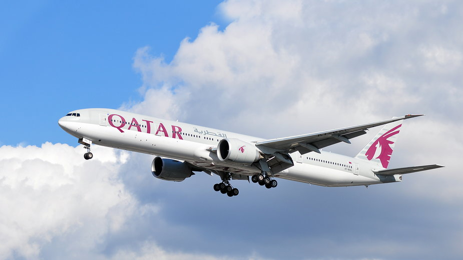 Linie lotnicze Qatar Airways zorganizowały pierwszy lot tylko dla zaszczepionych
