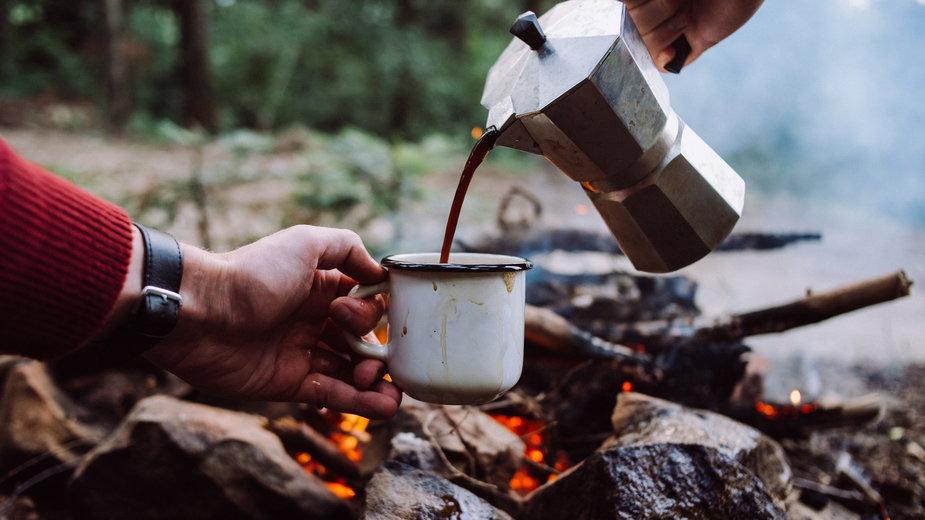 Jak parzyć kawę na biwaku?