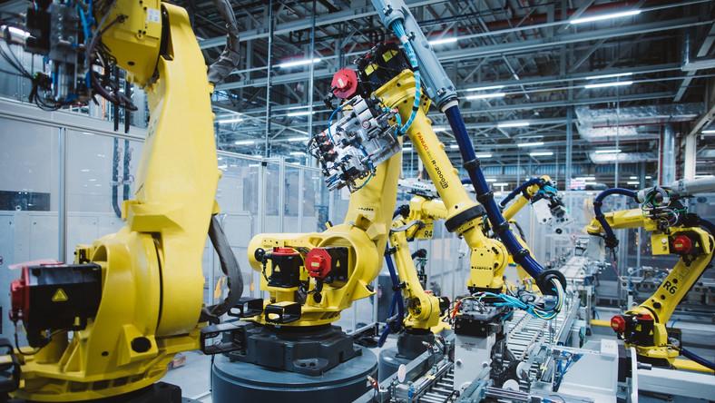 Zautomatyzowane operacje montażu nowego silnika 1.2 PureTech