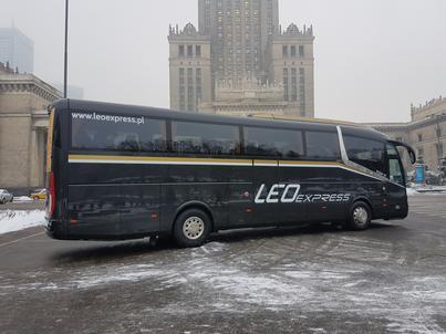 Autokar Leo Express w centrum Warszawy