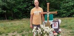 """Syn Krzysztofa Krawczyka odwiedził grób ojca. """"Tato zawsze będziesz w moim sercu"""""""