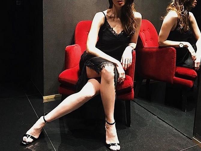 Jovana je BANKARKA sa najboljim stilom u Srbiji: Radnim danima je zatrpana brojkama, a vikendom na sebe stavlja NAJPREFINJENIJE KRPICE