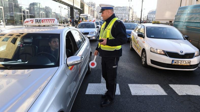 Warszawa: Utrudnienia w ruchu w związku z protestem taksówkarzy
