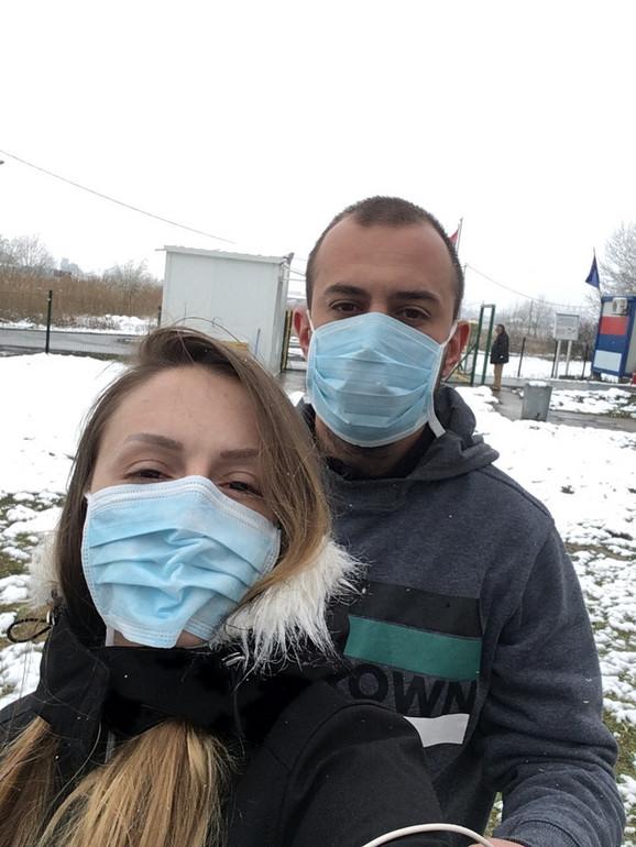 Branko sa devojkom koju je upoznao na aerodromu u Budimpešti
