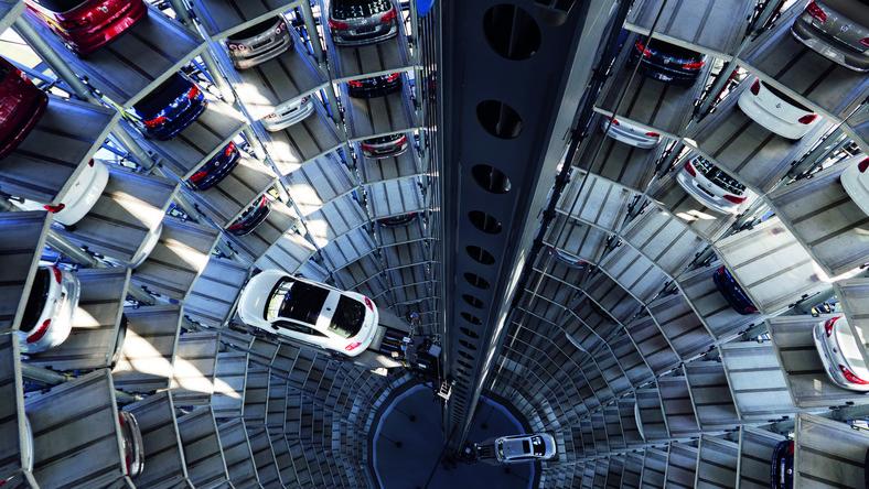 Polacy kupili w 2011 r. mniej aut niż rok wcześniej