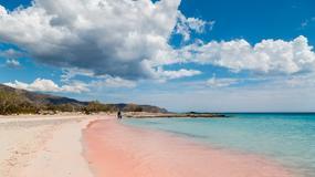 Czarne i różowe plaże w Europie. Znajdują się zaledwie kilka godzin od Polski