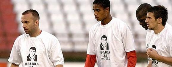 Fudbaleri Zvezde u spornim majicama