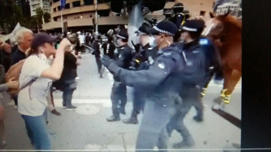 Demonstracja przeciwko lockdownowi w Melbourne