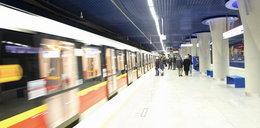 Mężczyzna pod pociągiem metra. To samobójstwo?