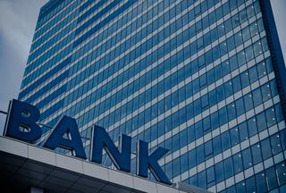 Banki pozwane za opłaty od kart płatniczych