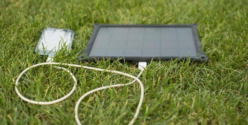 Te urządzenia naładują telefon w czasie wakacji na łonie natury bez prądu