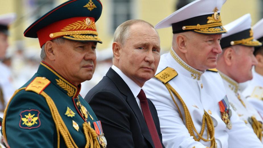 Petersburg, parada sił morskich. Władimir Putin: jesteśmy w stanie wykryć każdego wroga