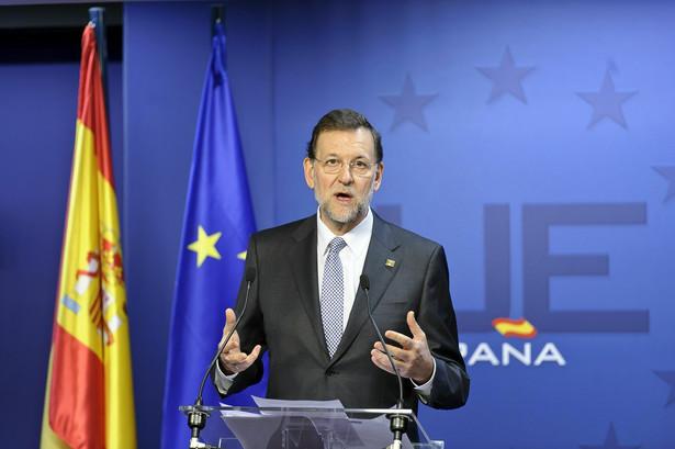 Premier Hiszpanii Mariano Rajoy ma problem - obniżenie ratingu nie pomoże w kryzysie jego krajowi.