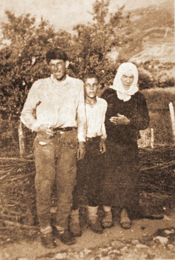 Virdžina Drko sa majkom i sestrićem. Ovog dečaka Drko je izabrao za svog naslednika. Sestrić ga je zvao ujkom
