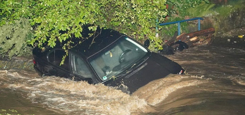 """Żywioł uderzył w nich tej nocy. Mieszkanka Pławnej trzymała auto, bo woda porywała nawet ciężkie rzeczy. """"Straty są niewyobrażalne"""""""