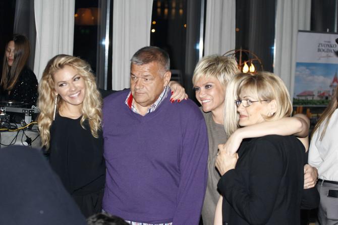 Nataša, Dragna i Kristina sa roditeljima