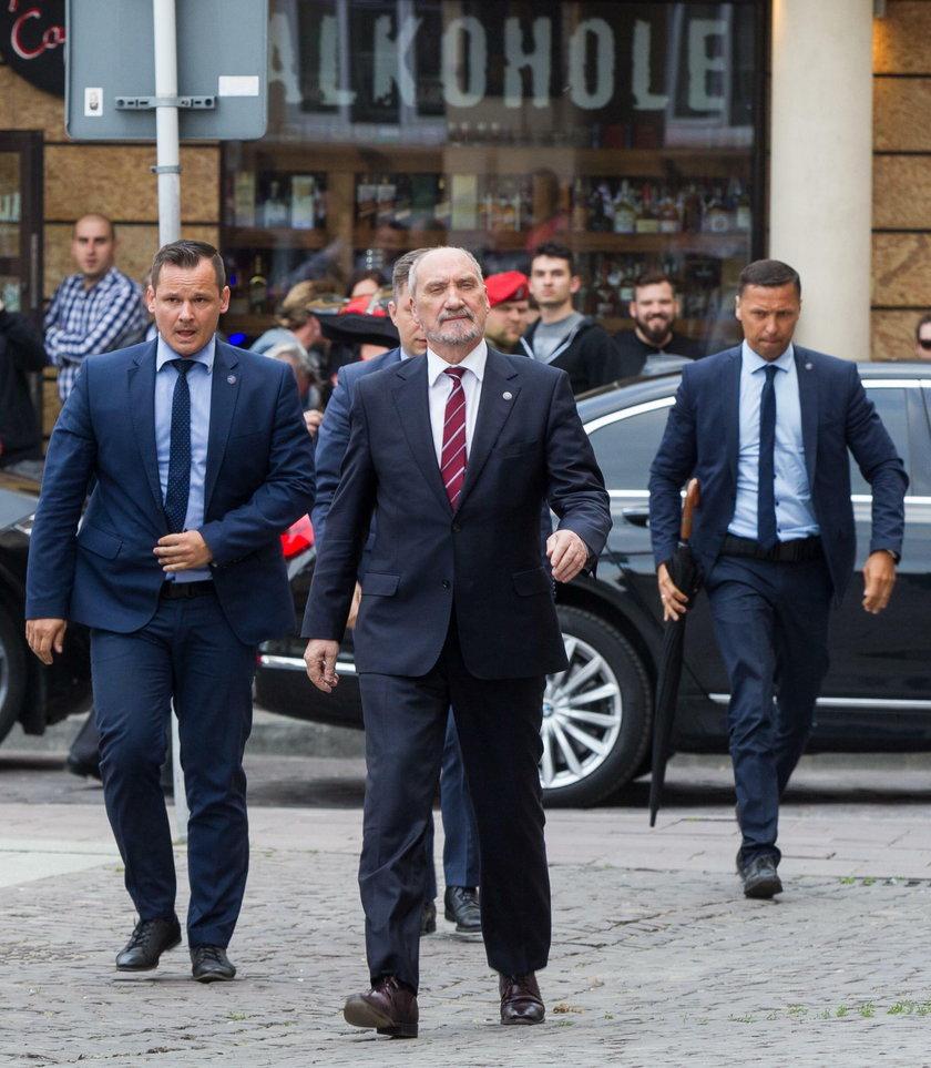 Z Trumpem spotka się szef MON Antoni Macierewicz