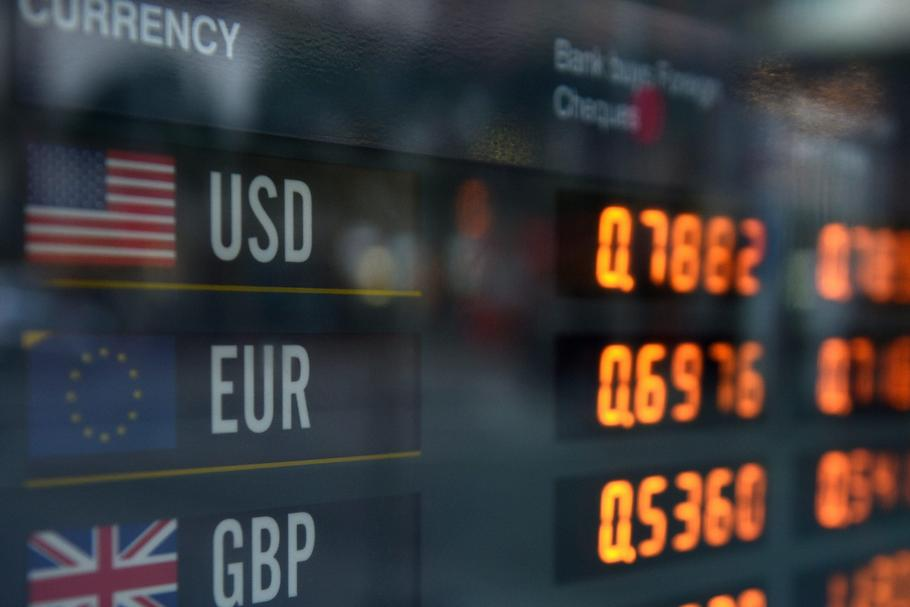 Foreign currency exchanges rates ahead of Brexit voting