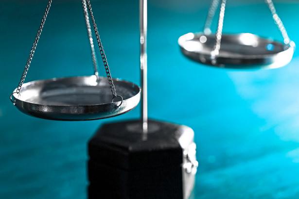 Wzmocnieniem uprawnień instytucji właściwych do rozpatrywania skarg na działanie organów samorządu terytorialnego jest wynikająca z art. 96 ustawy o samorządzie gminnym możliwość rozwiązania rady gminy