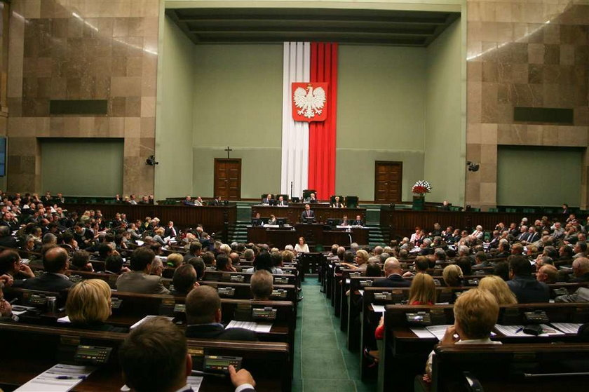Sejm zajmie się powodzią mimo wakacji