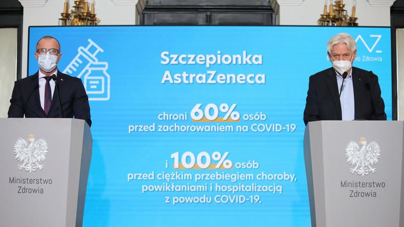 Główny doradca premiera do spraw Covid-19 prof. Andrzej Horban (P) oraz prezes Urzędu Rejestracji Produktów Leczniczych, Wyrobów Medycznych i Produktów Biobójczych Grzegorz Cessak