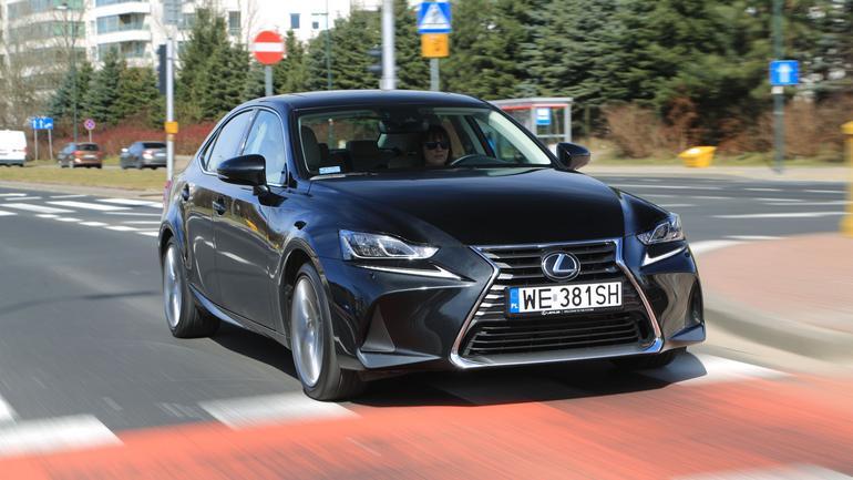 Lexus IS 300 - mocne wrażenia podczas jazdy gwarantowane