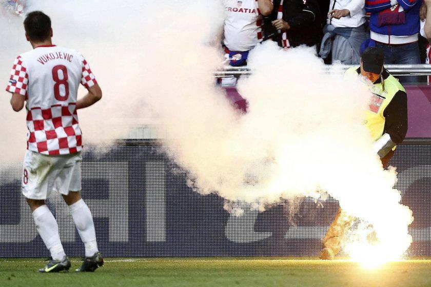 Raca rzucona na boisko przez chorwackiego kibica kosztowała federację tego kraju 350 tysięcy złotych