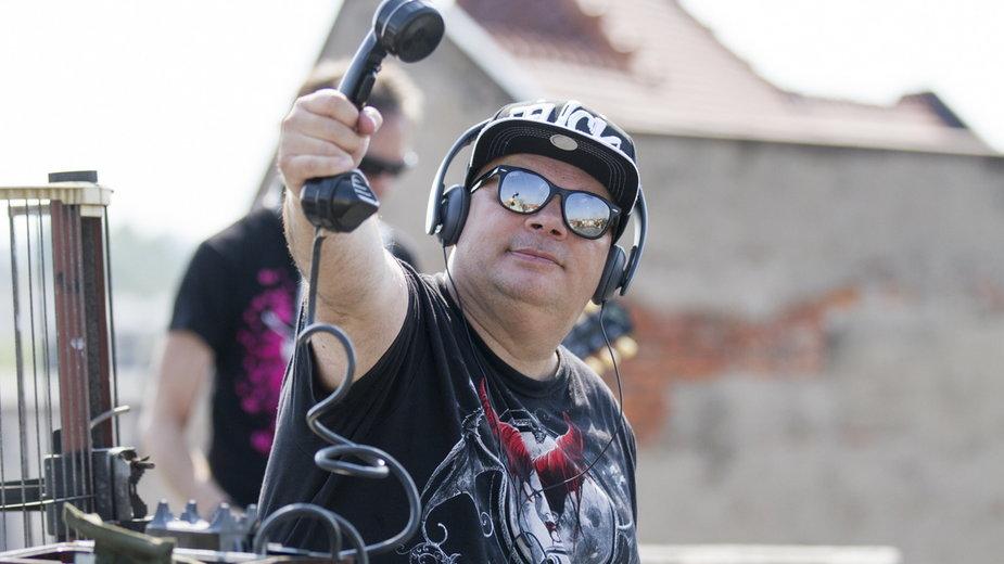 Krzysztof Skiba podczas kręcenia teledysku do piosenki zespołu Big Cyc
