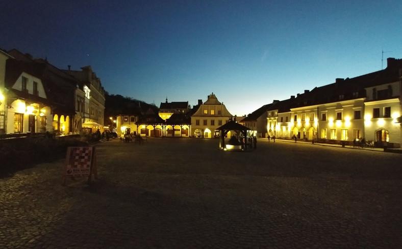 Rynek w Kazimierzu Dolnym wieczorem