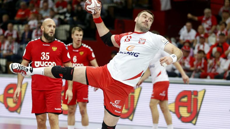 Polska wygrała w Lusail z Rosją 26:25 (12:13) w swoim trzecim meczu grupy D mistrzostw świata piłkarzy ręcznych, które są rozgrywane w Katarze.