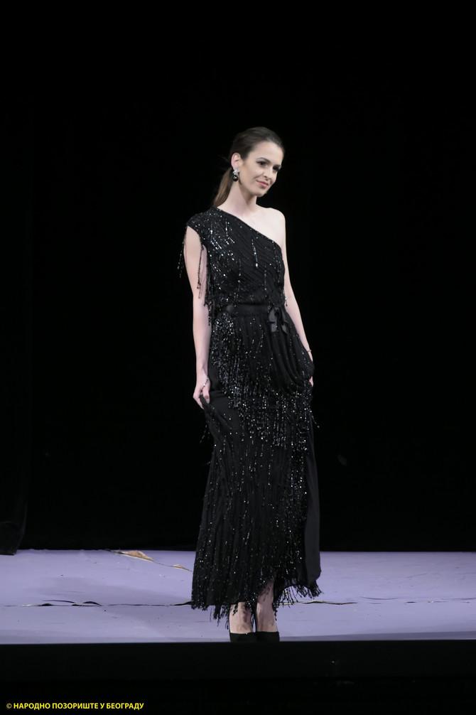 Brankica Sebastijanović prošetala je pistom u glamuroznoj haljini od štrasa