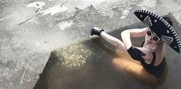 Bohosiewicz kąpie się w przeręblu. W oryginialnym stroju