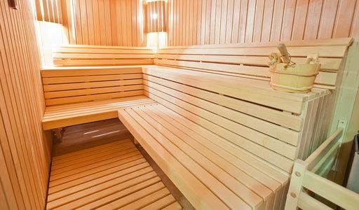 Koszmar w czasie rajskich wakacji! Dwie pary relaksowały się w saunie. Potem ich ciała znaleźli przyjaciele. Co wydarzyło się w luksusowym hotelu?
