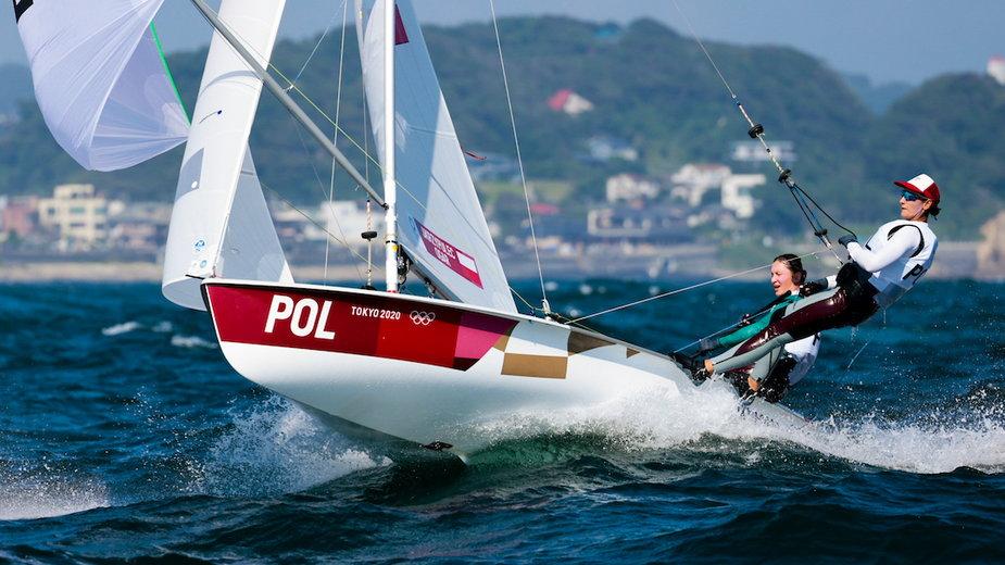 Agnieszka Skrzypulec (z tyłu) i Jolanta Ogar (z przodu) na jachcie klasy 470 (Fot. Sailing Energy / World Sailing)