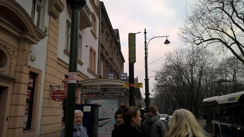 Przy Teatrze Bagatela brakuje tablicy świetlnej