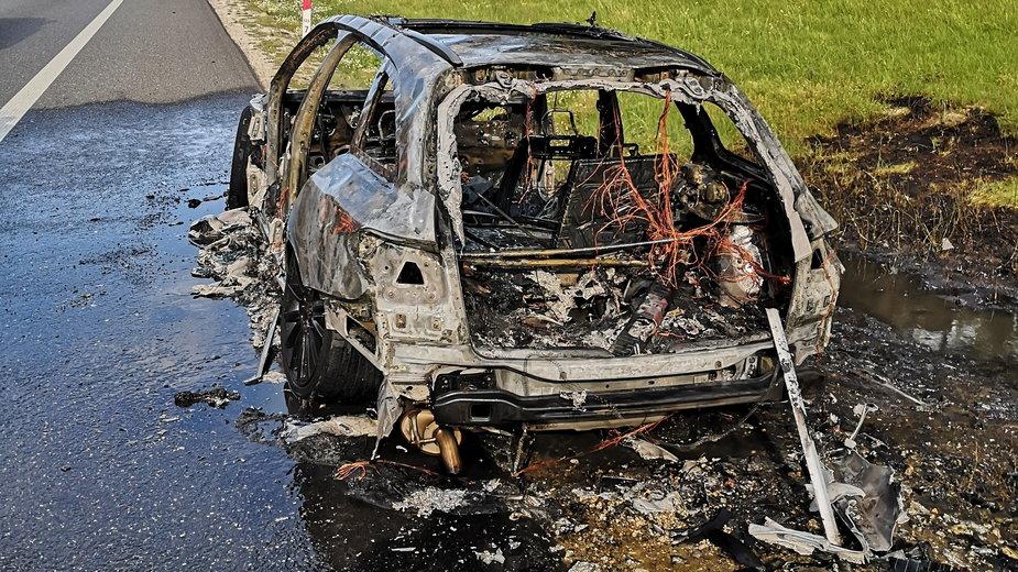 Spalony samochód na S8