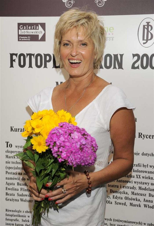 Ewa Kasprzyk potrzebuje zastrzyku...
