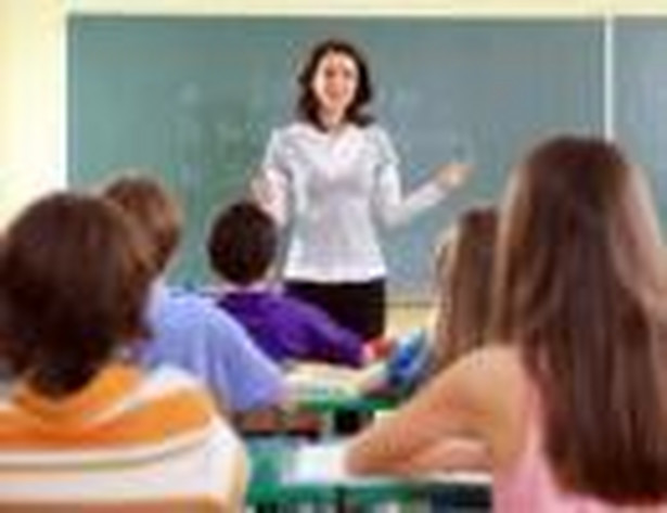 W niektórych liceach przyznają jednak otwarcie, że zwiększanie liczby etatów przy zbyt małej liczbie sal lekcyjnych prowadzi do wydłużenia czasu pracy.