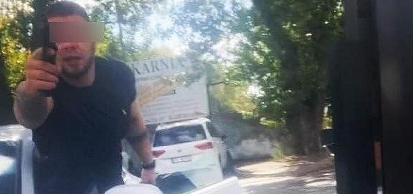 Policjanci z Poznania zatrzymali mężczyznę grożącego bronią rowerzyście