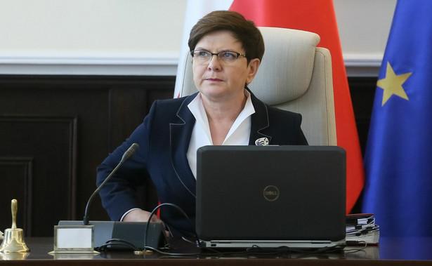 W czerwcu grupa zwolenników rządu Beaty Szydło zwiększyła się do 42 proc.