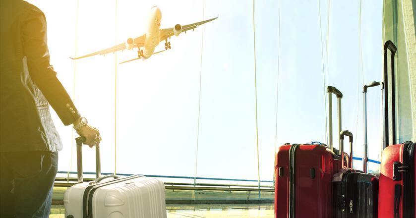 Overbooking to praktyka linii lotniczych, które sprzedają więcej biletów, niż jest miejsc w samolocie. W ten sposób unikająkosztów pustych foteli, gdy pasażer się nie stawi