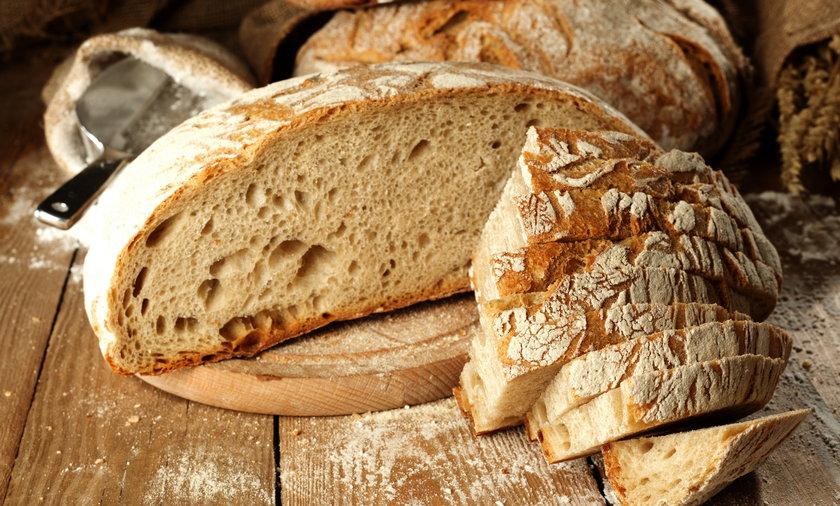 Dlaczego dosypują kwas foliowy do mąki? Kwas foliowy zapobiega wadom cewy nerwowej u dzieci.