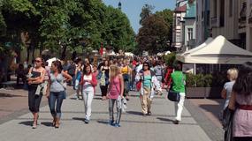Sopot walczy z plażowymi strojami na ulicach. Sprzedawcy nie obsłużą golasów