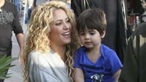 Uśmiechnięta Shakira z synkiem na planie reklamy