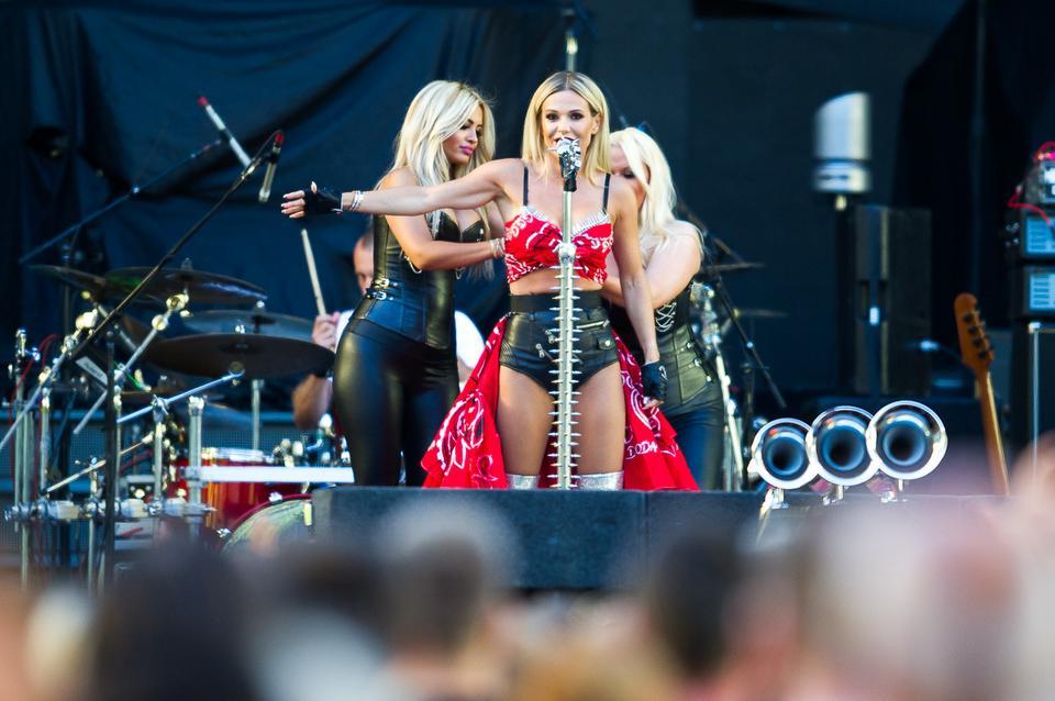 Doda i Virgin przed koncertem Guns N'Roses w Polsce