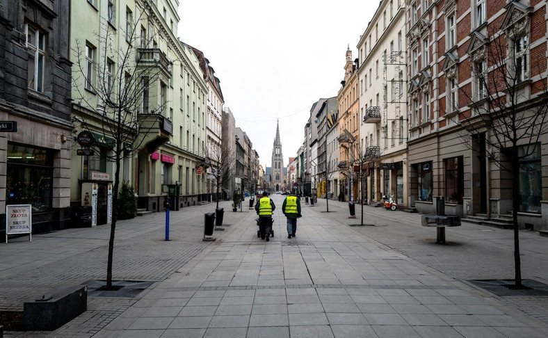 Opustoszała ulica Mariacka w Katowicach