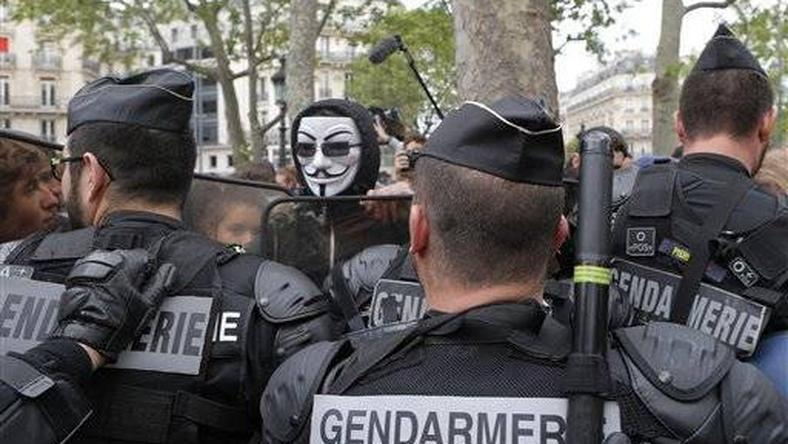 French riot police deploy ahead of protest against jobs reform